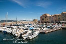 St. Tropez met zijn mooie jachten in de haven.